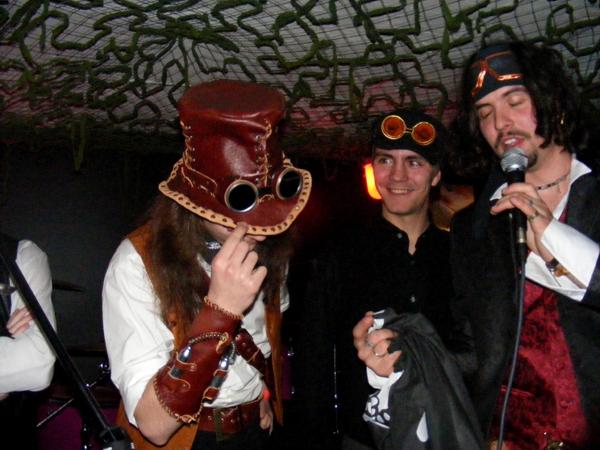 Фотка с вечеринки воздушных пиратов
