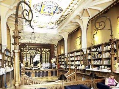 Livraria Lello – прекрасный книжный магазин в Пронто, Португалия (Фото 8)