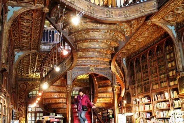 Livraria Lello – прекрасный книжный магазин в Пронто, Португалия (Фото 5)