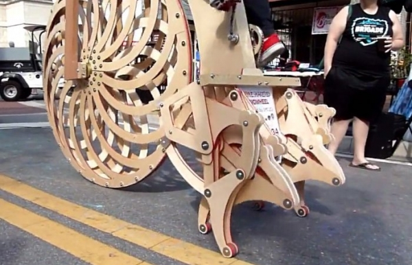 деревянный велосипед с ножками