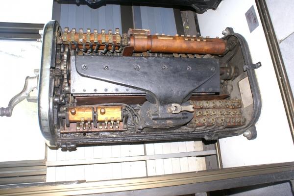 Печатные машинки, арифмометры, трамваи и паровозы. Музей техники в Будапеште и просто в городе.
