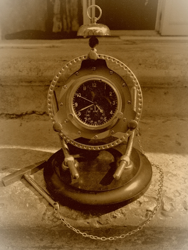 Часы , настольные, катастрофоустойчивые