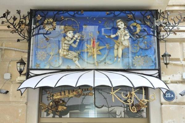 """""""Восток- Запад"""" витрина галереи,Баку."""