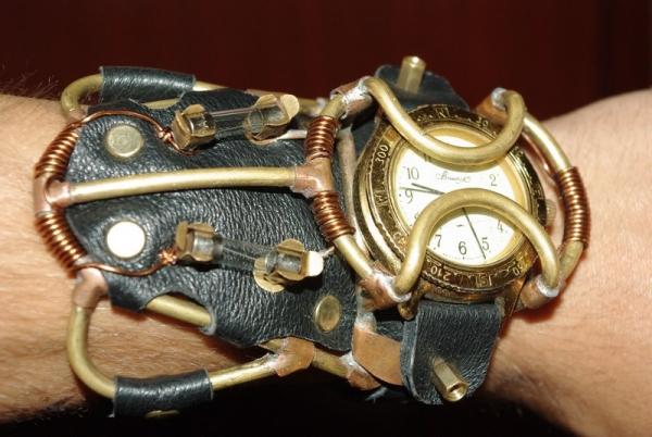Часы Хронопанк.