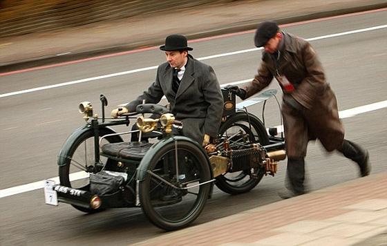 А в Лондоне...  [Фото с автопробега ретропаромобилей из Лондона в Брайтон] (Фото 10)