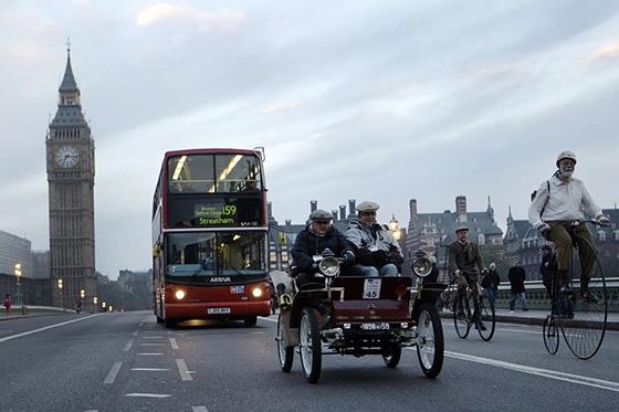 А в Лондоне...  [Фото с автопробега ретропаромобилей из Лондона в Брайтон] (Фото 3)