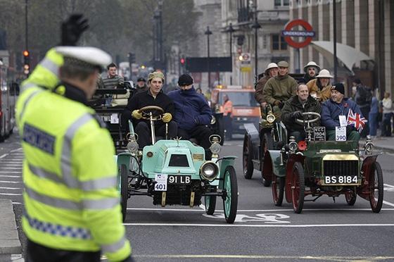 А в Лондоне...  [Фото с автопробега ретропаромобилей из Лондона в Брайтон] (Фото 8)