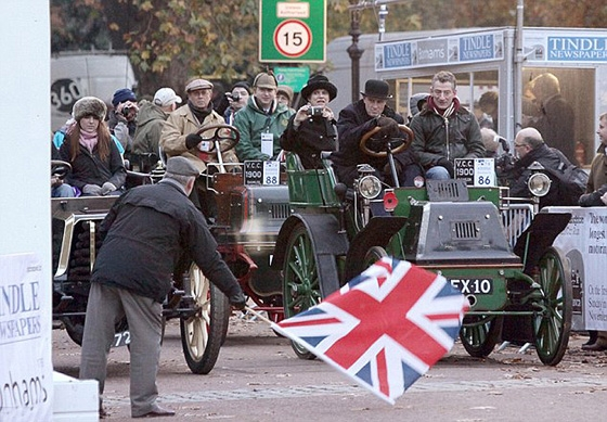 А в Лондоне...  [Фото с автопробега ретропаромобилей из Лондона в Брайтон] (Фото 5)