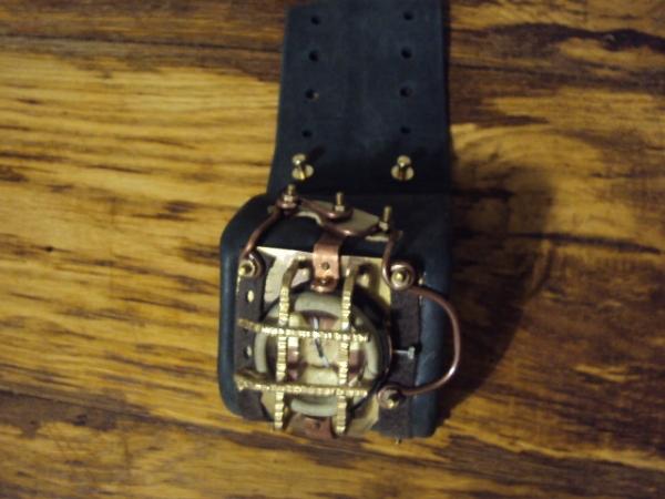 Часы Bioshock (Фото 4)