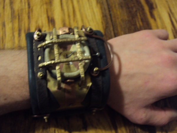 Часы Bioshock (Фото 2)