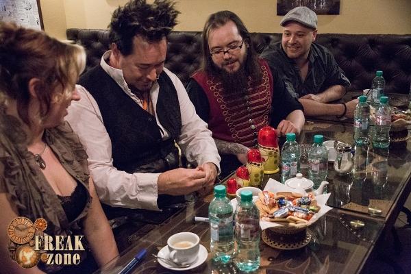 Автограф-сессия Abney Park в анти-кафе Freak-zone 18 апреля)