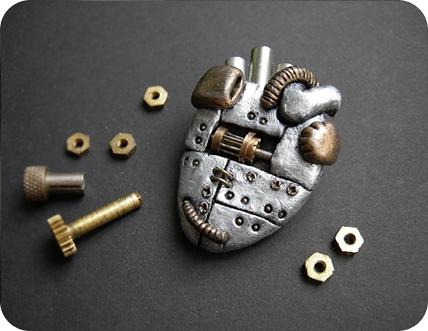 Украшения - механические сердца, субмарина и кругляш. (Фото 4)