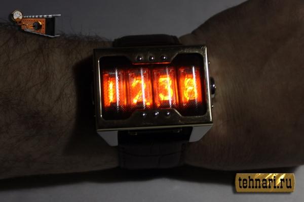 Наручные часы ''Неоника'' в стиле ретрофутуризма