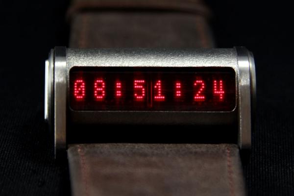 Наручные часы на матричных индикаторах