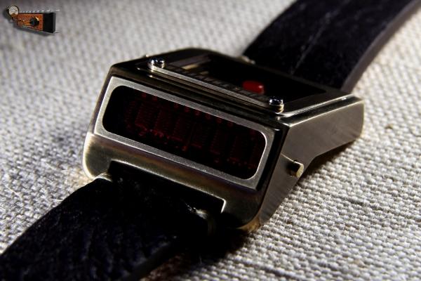 Наручные часы путешественника во времени Time Traveler