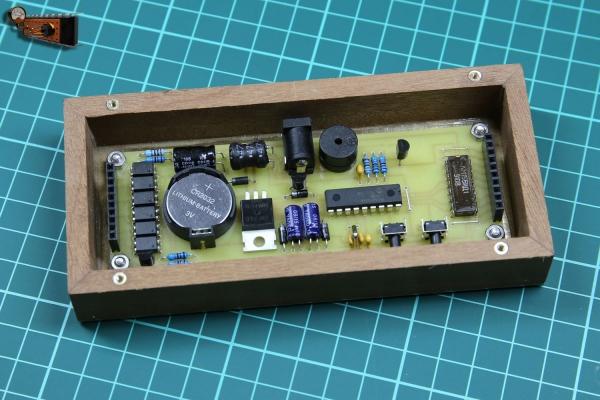 «Карлсон» – часы-будильник с лапами ИН-16