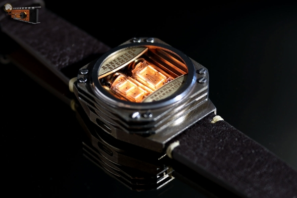 Двигатель времени - вторая реплика часов на накальных индикаторах