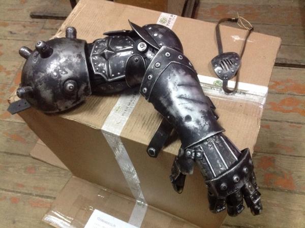 Механическая рука стальной леди