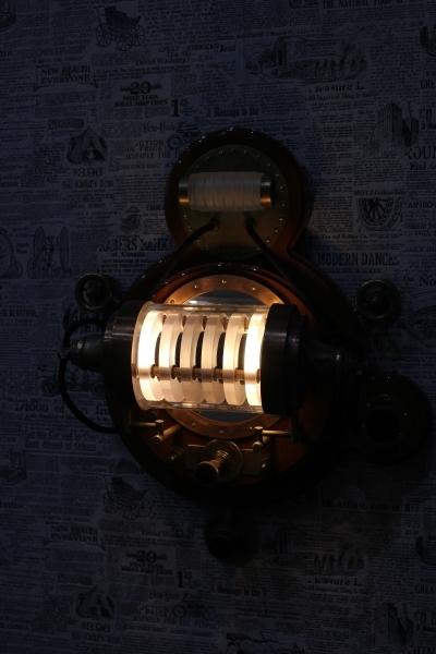 Настенный светильник.