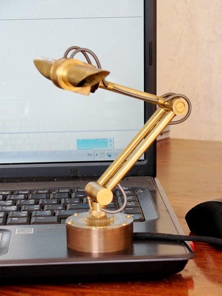 Лампа для подсветки клавиатуры.