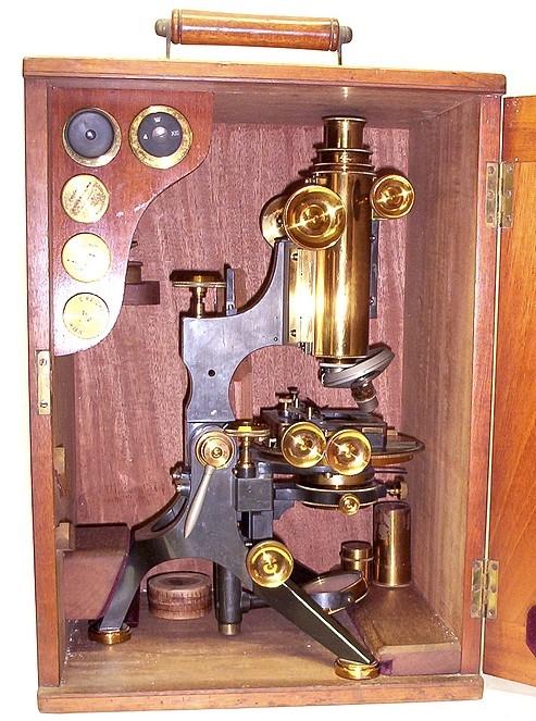 Старинные микроскопы. (Фото 8)