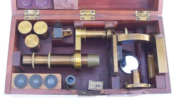 Старинные микроскопы. (Фото 37)