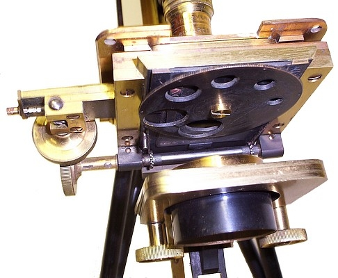 Старинные микроскопы. (Фото 47)