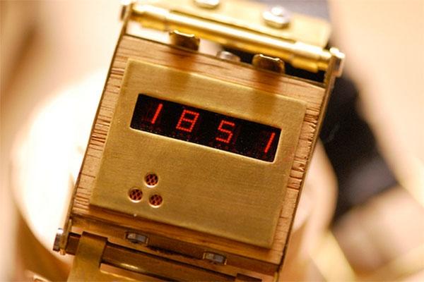 Электронные часы в стимпанк стиле.