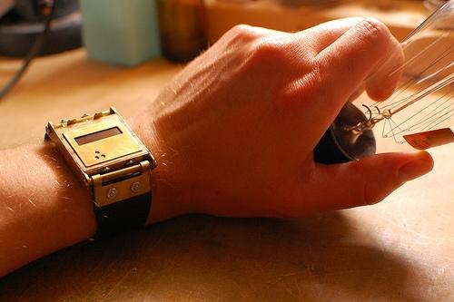Электронные часы в стимпанк стиле. (Фото 2)