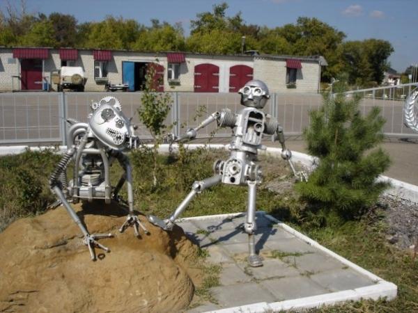Статуи из металлома-ЗАТО Светлый (Фото 4)