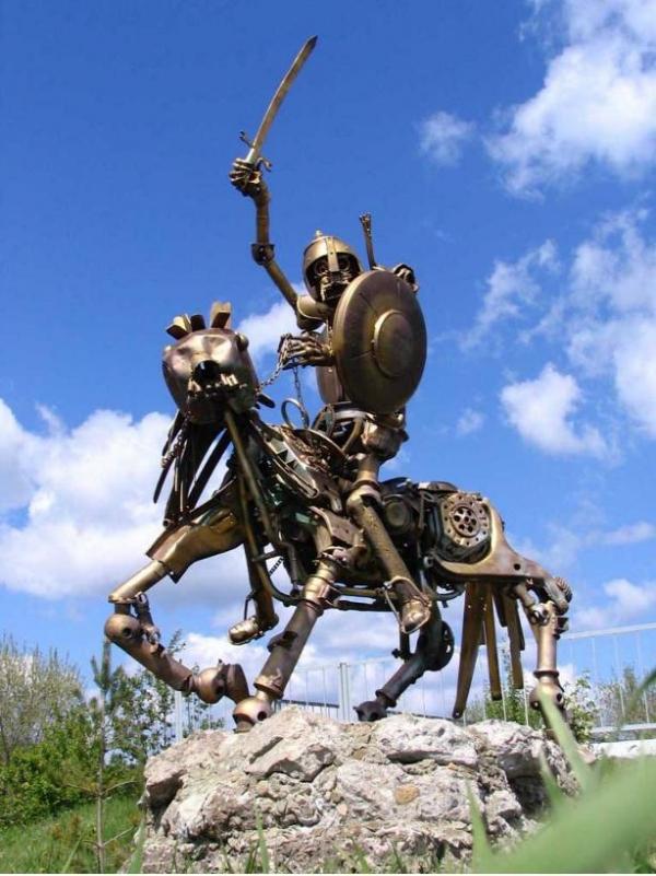 Статуи из металлома-ЗАТО Светлый (Фото 2)