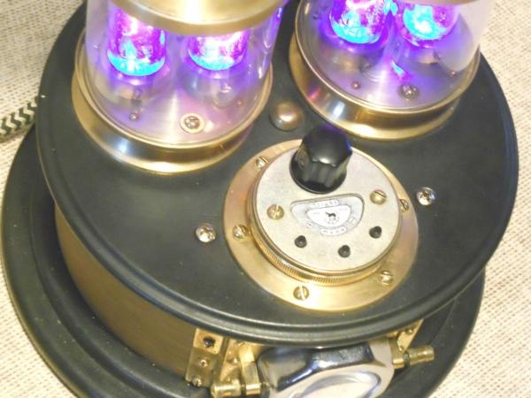 """Часы настольные """"ТЕПЛОЕ ВРЕМЯ"""", так называемые """"nixie clock"""" на винтажных ламповых индикаторах"""