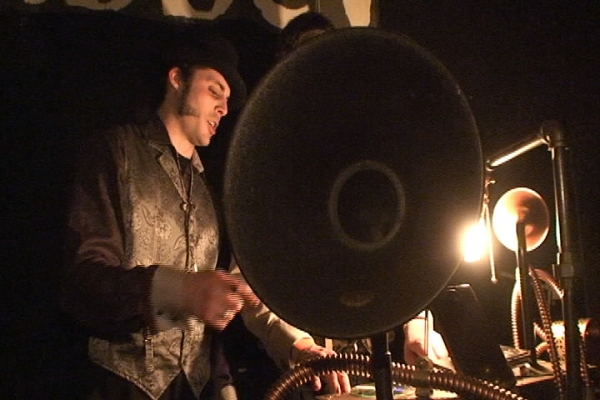 Шайтан- потифон - диджейский пульт и главный организатор этого безобразия - Джозеф.