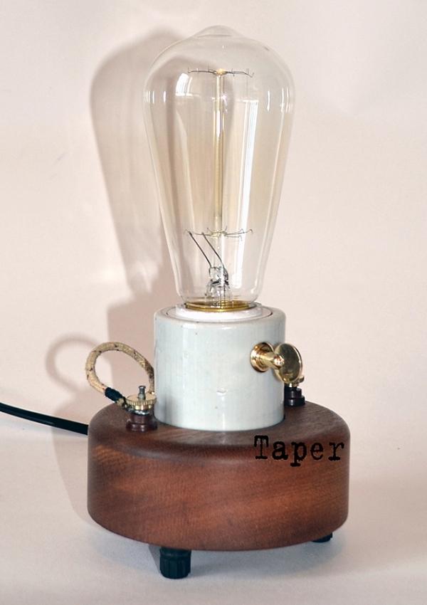 Светильник с лампочкой Эдисона.