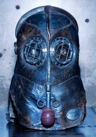 Старинная маска пожарника