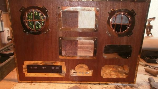 А вот и системник в деревянном корпусе....продолжение проекта. (Фото 58)