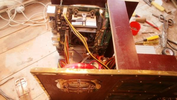 А вот и системник в деревянном корпусе....продолжение проекта. (Фото 79)