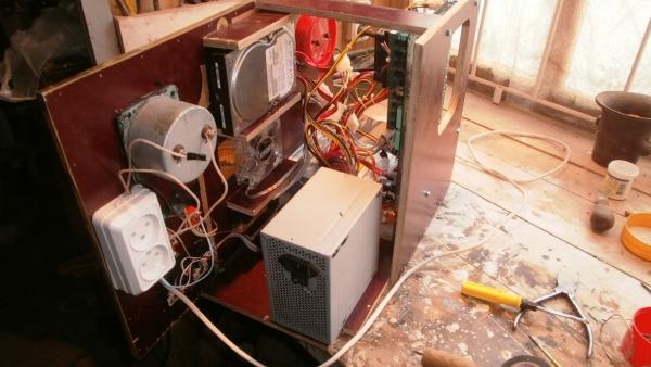 А вот и системник в деревянном корпусе....продолжение проекта. (Фото 80)