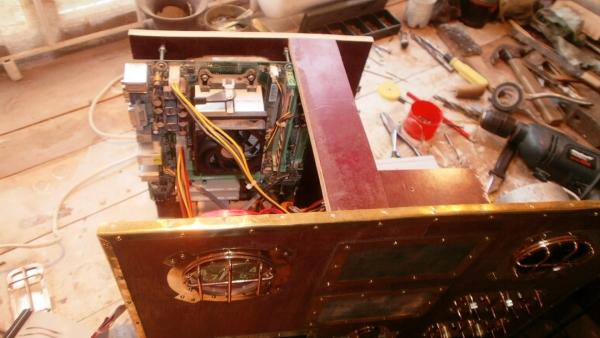 А вот и системник в деревянном корпусе....продолжение проекта. (Фото 82)