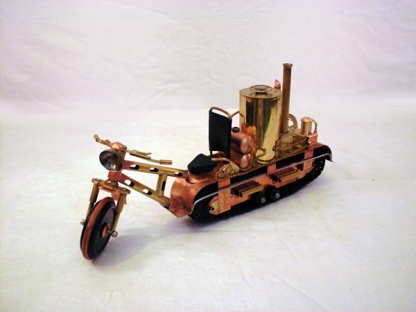 Экспериментальный полугусеничный паровой мотоцикл.