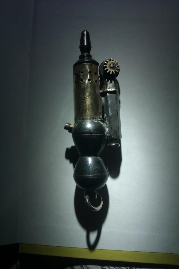 для господ путешественников охотников и служивого люду.лампа карманная с механическим кресалом.
