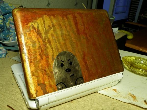 Старый ноутбук и хомяк