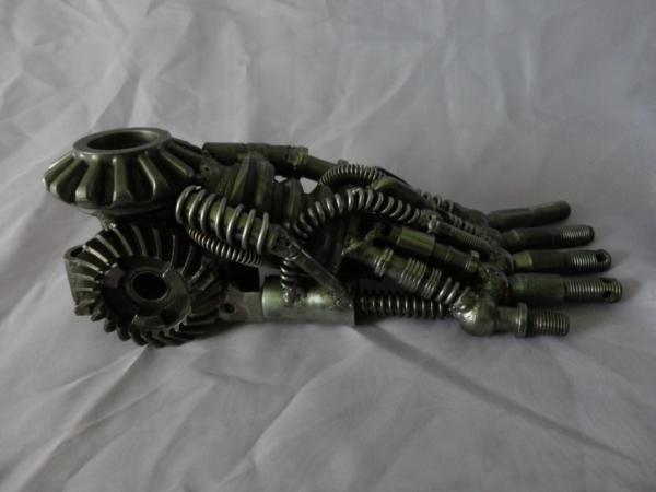 Добавляю к останкам киборга часть ноги (Фото 5)