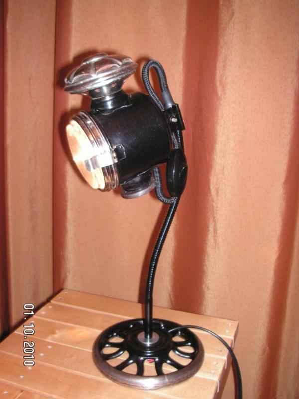 Лампа настольная, галогеновая.