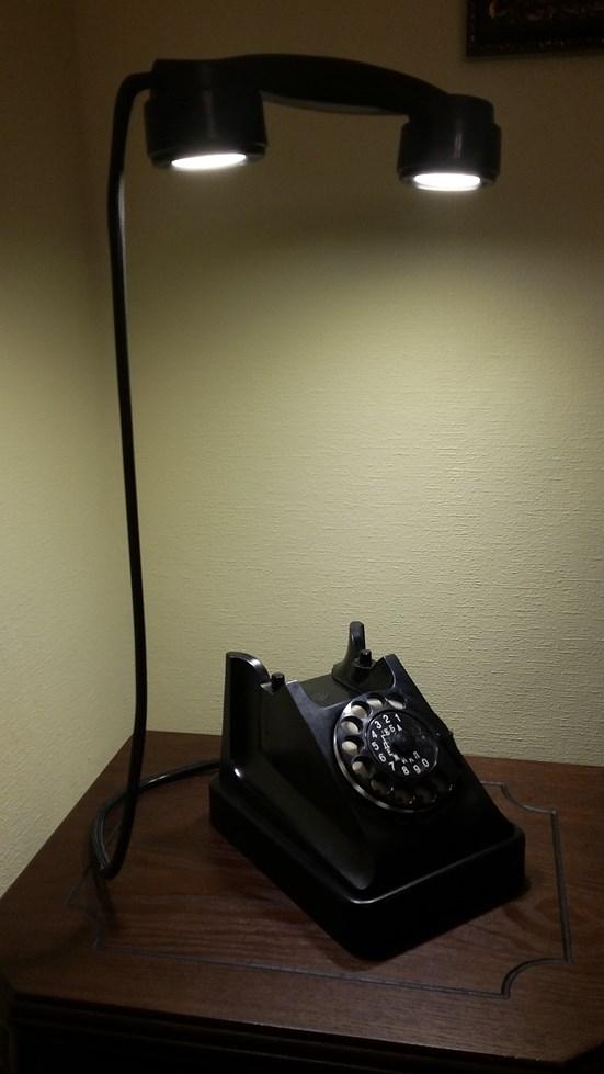 Настольные лампы из старинных телефонов