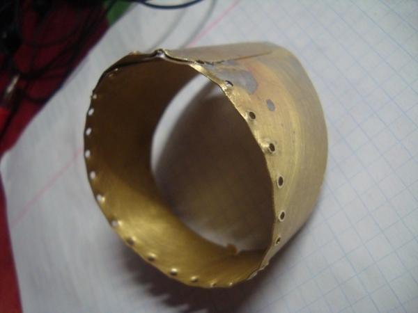 Сделал из латуни кольцо. Шилом пробил дырочки