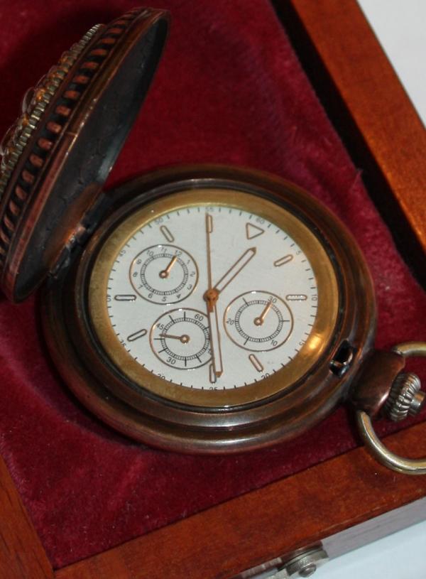 Часы в подарочной коробке(ПРОДАНО)