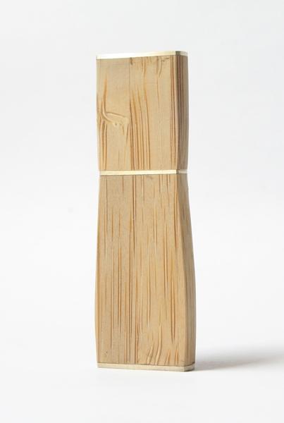 Флеш-накопитель из бамбука