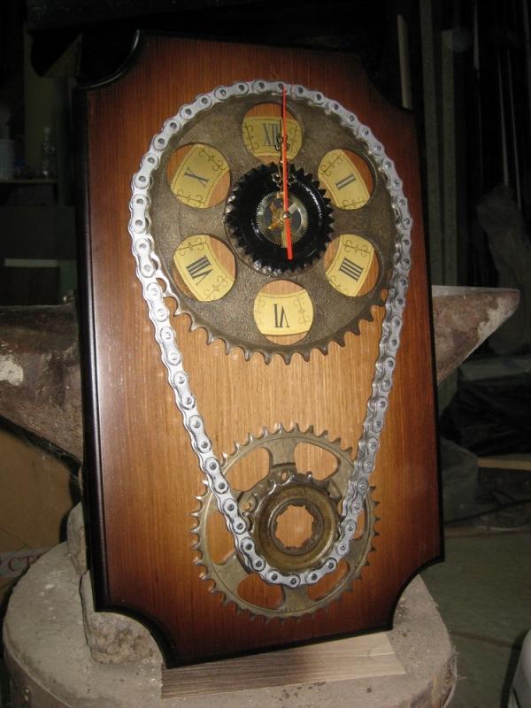 """Часы """"Шестеренки с цепью"""" (Фото 16)"""