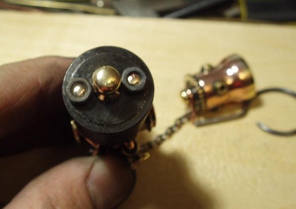 Флешка дизельпанк круглая, с колпачком на резьбе. (Фото 12)